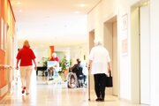 Problém s nedostatkom lekárov pociťujú najmä starší pacienti v menších obciach.