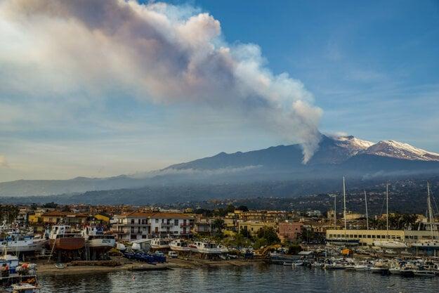 Etna je najaktívnejšou sopkou Európy.