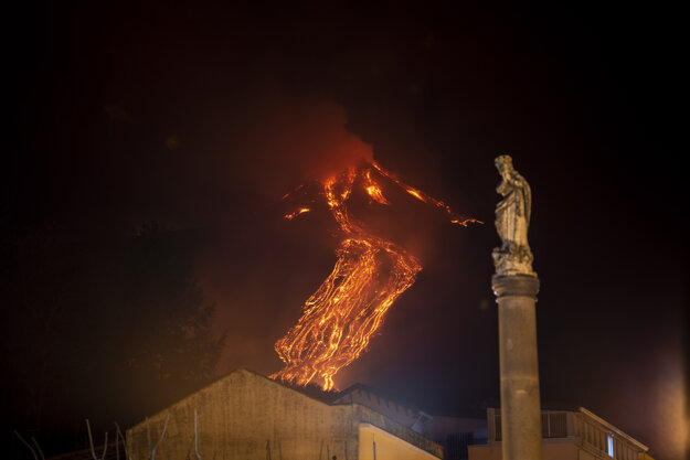 Sopka vybuchla o 4 nadránom.
