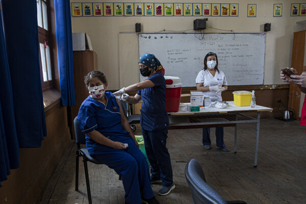Očkovanie učiteľov v Čile.