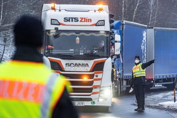 Kontroly komplikujú situáciu na hranici s Nemeckom.
