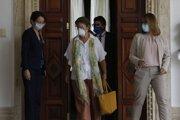 Šéfka Delegácie EÚ vo Venezuele Isabel Brilhanteová Pedrosová prichádza na stretnutie s venezuelským ministrom zahraničných vecí Jorgem Arreazom, na ktorom si prevzala dokumenty o vyhostení.