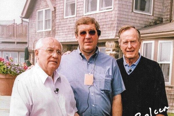 János Zolcer (v strede) s najmocnejšími politikmi sveta svojej doby: s Michailom Gorbačovom a niekdajším prezidentom USA Georgom Bushom seniorom.