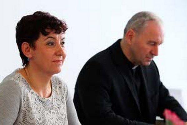 Od februára robila novinárka Marie Vrabcová hĺbkové rozhovory s biskupom Róbertom Bezákom.