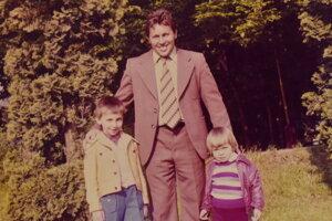 Pavel Jacko s deťmi.