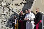 Pápež František počas modlitieb za vojnové obete v Iraku.