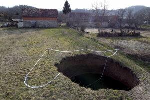 V Chorvátsku sa po zemetrasení objavili desiatky prepadlín.