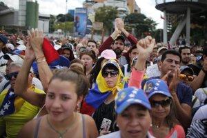 Protivládni demonštranti v Caracase.
