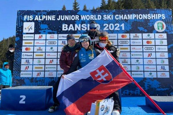 Rebeka Jančová so svojim tímom v bulharskom Bansku na MS juniorov.