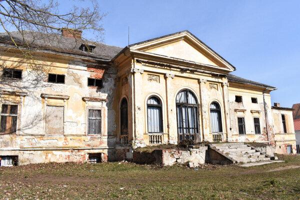 Kaštieľ Buzinka menil majiteľa, z mestských rúk prešiel do mestskej časti, ale výrazný prínos to nemalo.