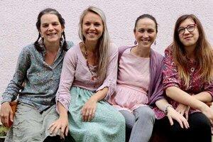 Členky občianskeho združenia Snílky. Zľava: Zuzana Vajdová,  Lucia Machovičová, Anna Maršalová, Alena Janotová.