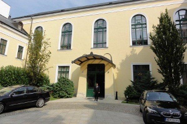 O Župný dom v Nitre sa pobije sedem kandidátov.