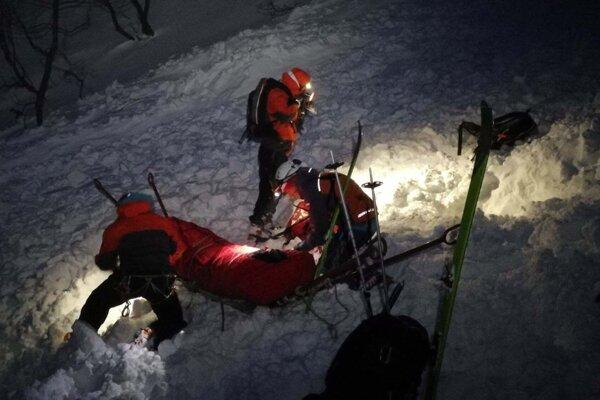 Zásah HZS pod Pekelníkom, kde lavína zasiahla dvoch mužov.