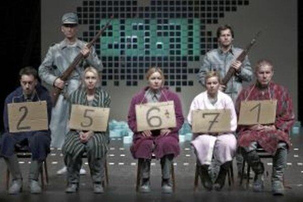 Záber zo slovinského predstavenia 25 671.