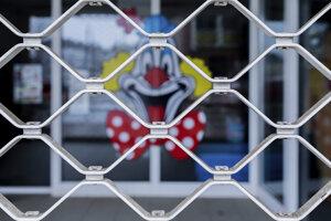 Viaceré obchody v Nemecku sú pre pandémiu koronavírusu zatvorené.