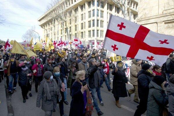 Protivládna demonštrácia za vypísanie predčasných parlamentných volieb a prepustenie zatknutého opozičného politika a vodcu najväčšej gruzínskej opozičnej strany Zjednotené národné hnutie Nikanora Meliu v gruzínskom Tbilisi 26. februára 2021.