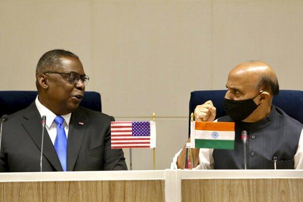 Lloyd Austin s Rádžnátom Singhom v Naí Dillí
