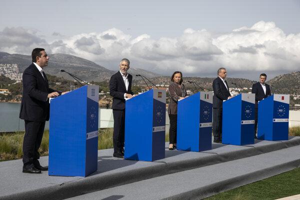 Ministri vnútra piatich stredomorských krajín žiadajú rovnomernejšie prerozdeľovanie migrantov.