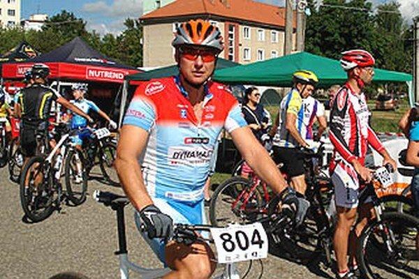 Nováčik v MTB pretekoch Peter Koňoš.