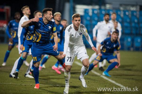 Skóre zápasu otváral Jakub Tancik svojím prvým ligovým gólom, ale už o dve minúty bolo vyrovnané.