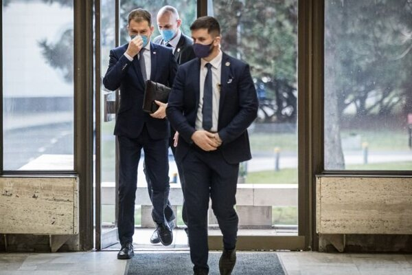 Príchod premiéra Igora Matoviča na 86. schôdzu vlády SR.