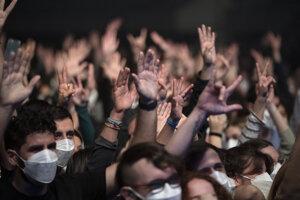Na koncerte skupiny Love of lesbian v Barcelone.