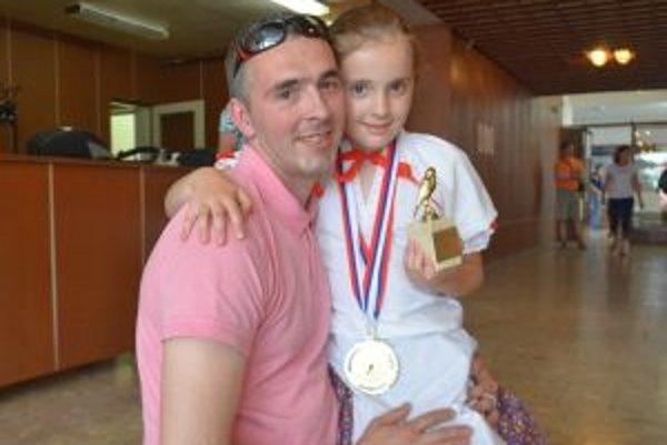 Víťazka Laura so svojím otcom Jurajom Ilečkom.