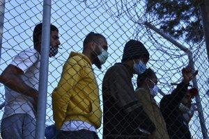 Migranti na gréckom ostrove Samos.