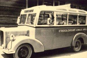 Prvý zájazdový autobus zvolenského divadla v roku 1950.