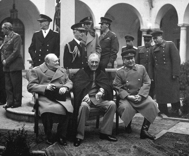 Jaltská konferencia z februára roku 1945 a tzv. Veľká trojka - Winston Churchill, F. D. Roosevelt a Josif Stalin.