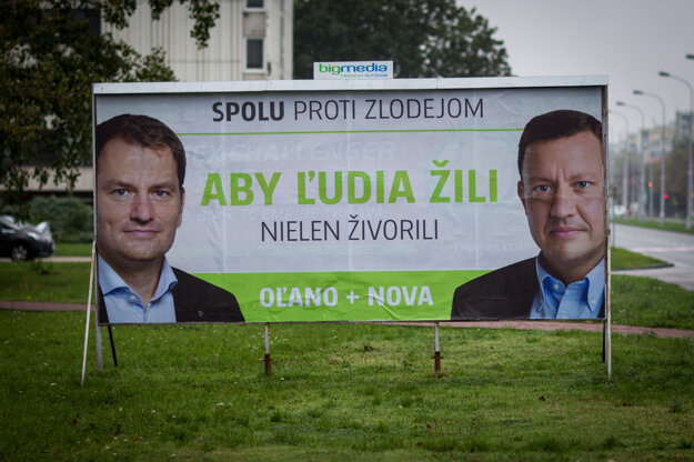 15. október 2015, Bratislava. Bilbordová kampaň politickej strany OĽaNO a NOVA s tvárou Igora Matovič a Daniela Lipšica.