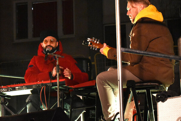 V decembri si mohli Terasania pod balkónmi vypočuť viacero známych interpretov.