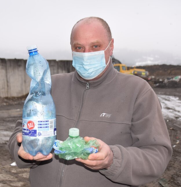 Stlačená a nestlačená plastová fľaša, to je veľký rozdiel