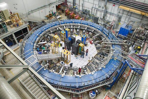 Experiment g-2 vo Fermilabe.