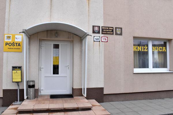 Provizórna pošta v Kavečanoch.