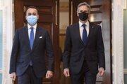 Taliansky minister zahraničných vecí Luigi Di Maio (vľavo) a Anthony Blinken, šéf diplomacie USA.