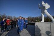 Ruský prezident Vladimir Putin v pondelok navštívil v Saratovskej oblasti v okolí mesta Engels miesto, kde Jurij Gagarin v roku 1961 pristál po svojom oblete Zeme.