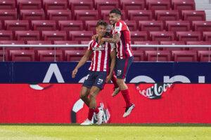 Futbalisti Atlética Madrid sa tešia po strelenom góle.