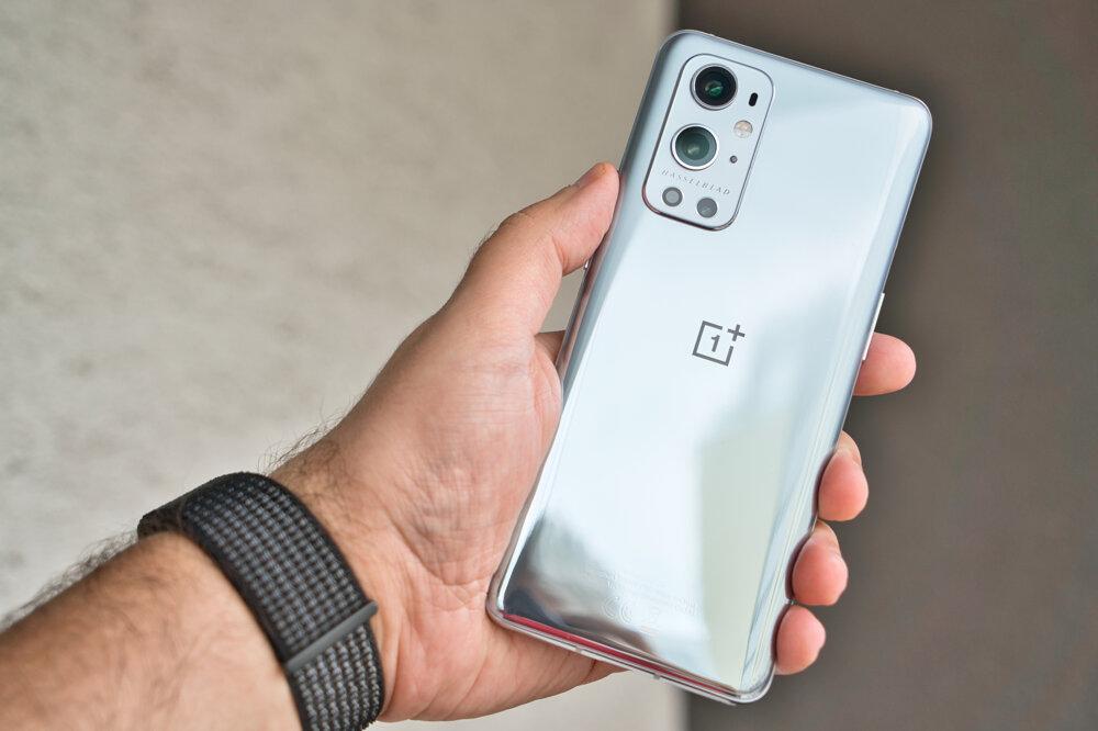 Nový OnePlus 9 Pro odlíšite od konkurencie vďaka dvojici veľkých objektívov.