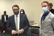 Derek Chauvin s právnikom Ericom Nelsonom.