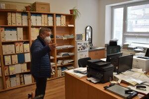 Starosta Nižnej Polianky Ján Cundra v spoločnej úradovni v Bardejove.