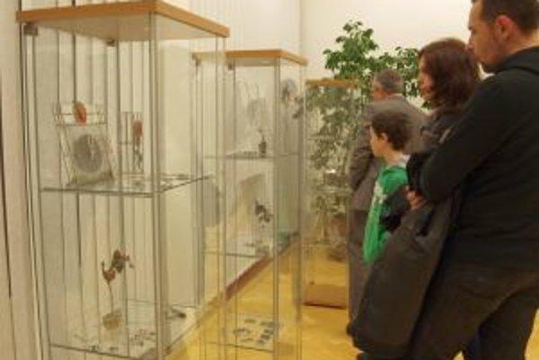 Výstava Šperk.sk je v KOS v Nitre otvorená do konca februára.