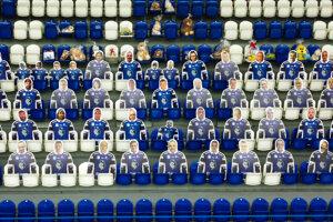 Fanúšikov na štadióne HK Poprad dočasne nahradili ich makety.