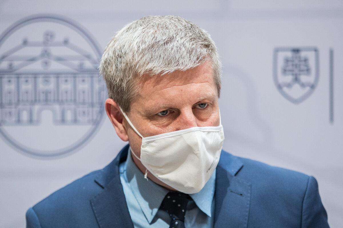 Vedci odporučili vláde letné pandemické desatoro - SME