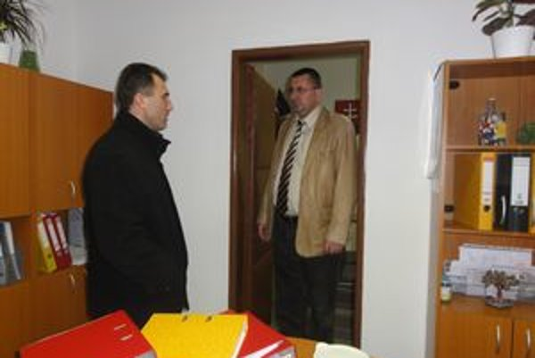 Starosta Milan Vlček (vpravo) s Adriánom Machom.