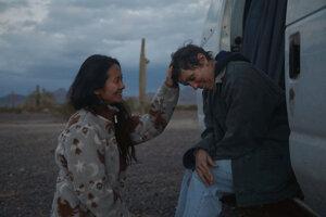 Film Krajina nomádov, režisérka Chloé Zhao aj hlavná predstaviteľka Frances McDormand získali vo februári Zlatý glóbus a teraz v apríli britskú cenu BAFTA, veľké šance majú aj na Oscaroch.