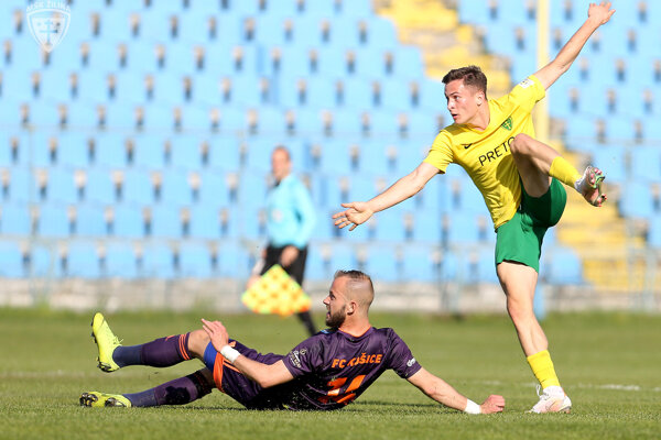 Adrián Kaprálik (v žltom) vsietil Košiciam dva góly.