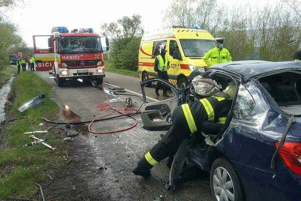 Pri dopravnej nehody zahynula jedna osoba.