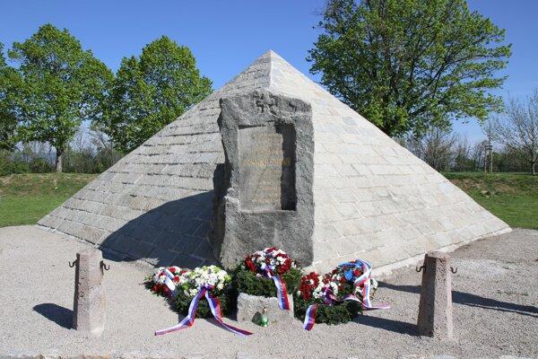 Mohyla generála Milana Rastislava Štefánika v Ivanke pri Dunaji.