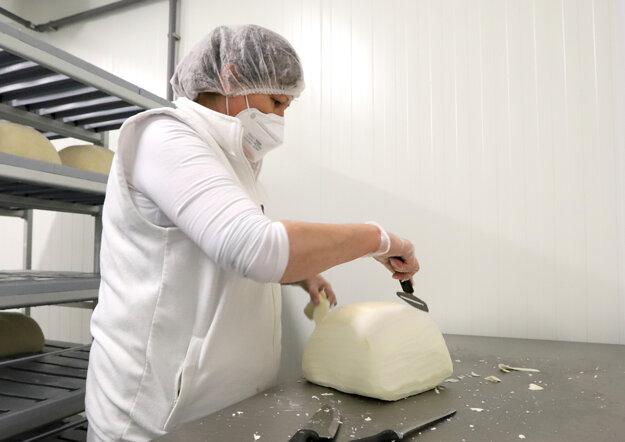 Výrobňa bryndze na ovčej farme v Turčeku v okese Turčianske Teplice.